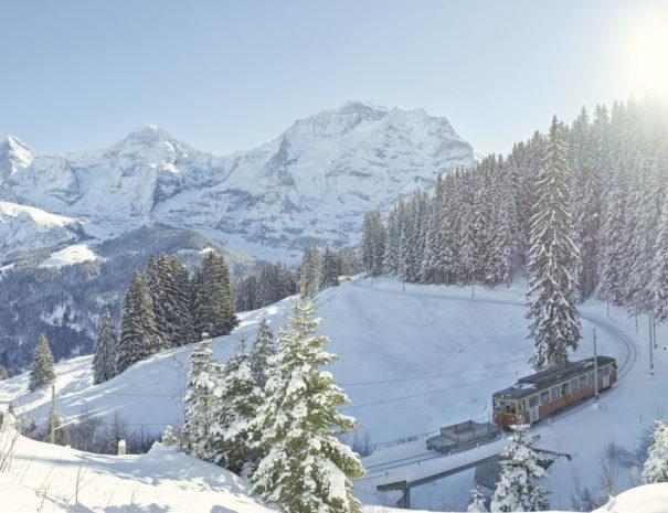 bergbahn-lauterbrunnen-muerren-eiger-moench-jungfrau-winter